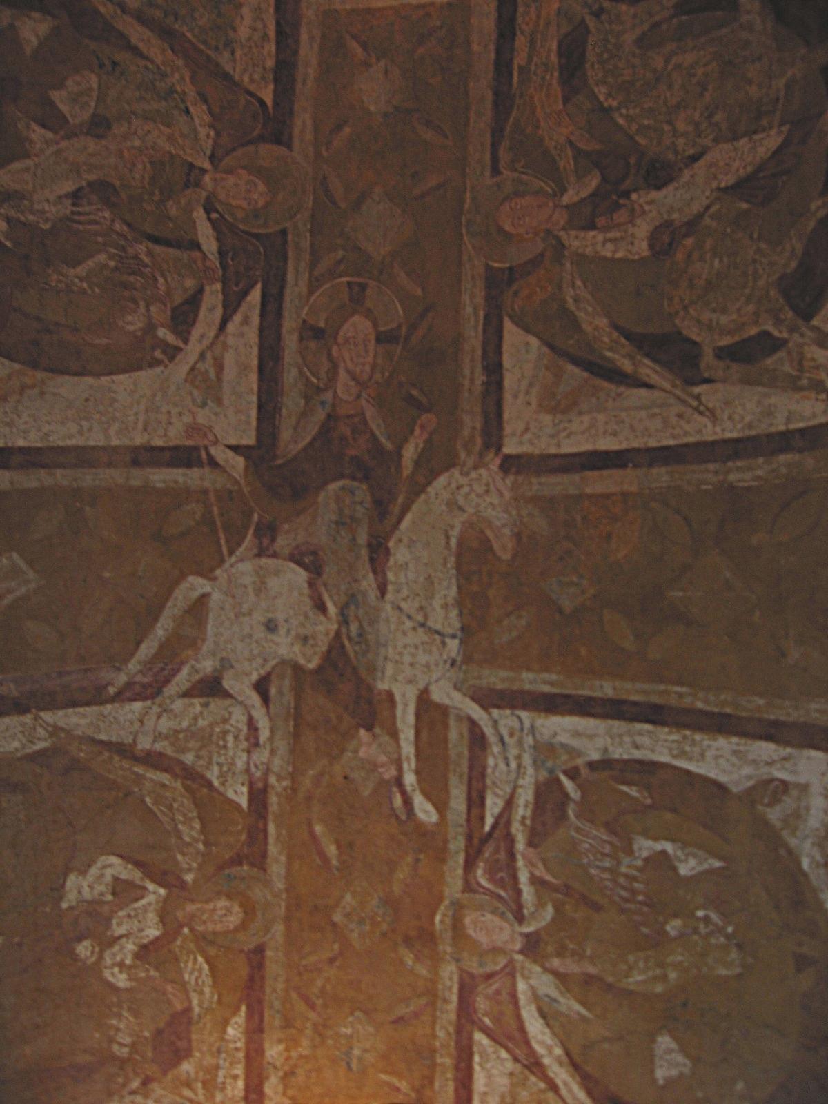 Christ sur un cheval blanc entouré d'anges à cheval, fresque de la première moitié du XIIe s. de la chapelle de la crypte de la cathédrale St Etienne d'Auxerre. Photo Ka Teznik, travail personnel, (CC BY-SA 2.0 FR)